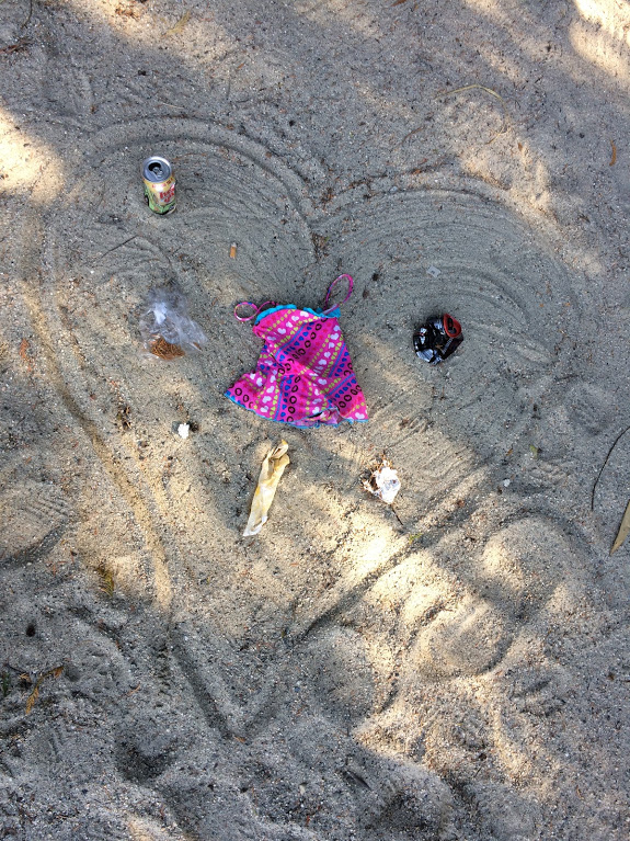 beach art made from litter